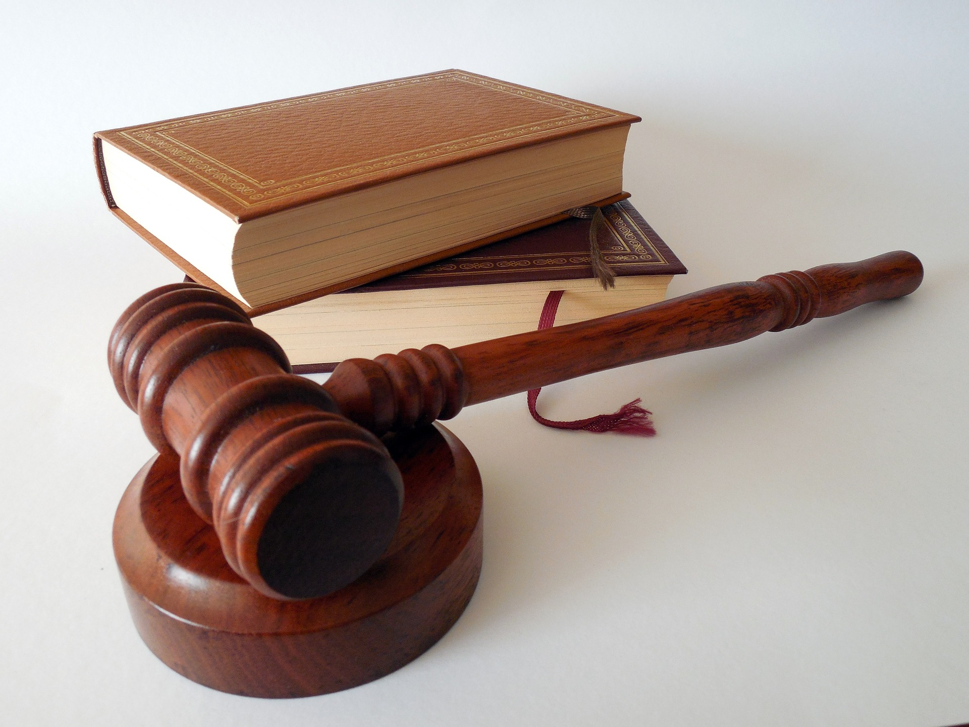 Three Reasons Precedent Legal Services Is the Messenger Service for You